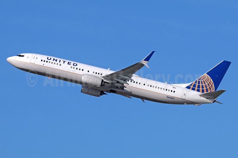 United Airlines Boeing 737-924 ER SSWL N66831 (msn 44562) LAX (Michael B. Ing). Image: 936594.