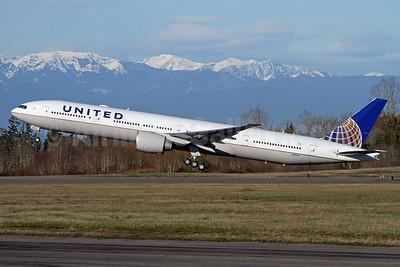 United Airlines Boeing 777-300 ER N2645U (msn 64989) PAE (Nick Dean). Image: 941242.
