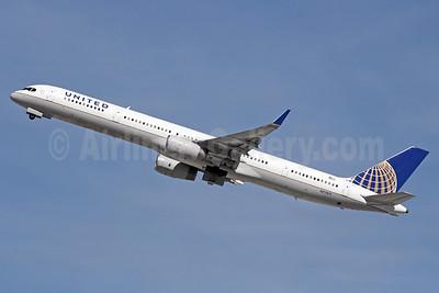 United Airlines Boeing 757-33N WL N77871 (msn 33526) LAX (Michael B. Ing). Image: 931740.