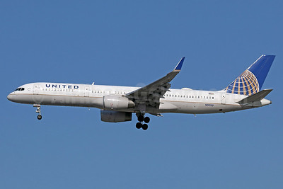 United Airlines Boeing 757-224 WL N12125 (msn 28967) LAX (Michael B. Ing). Image: 938079.
