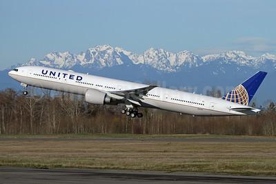 United Airlines Boeing 777-300 ER N2645U (msn 64989) PAE (Nick Dean). Image: 941243.