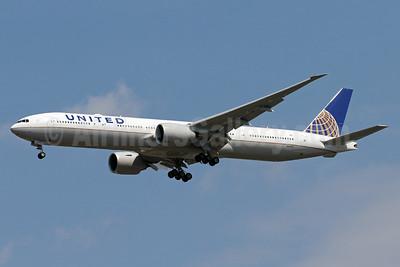 United Airlines Boeing 777-300 ER N2639U (msn 62650) IAD (Brian McDonough). Image: 938448.