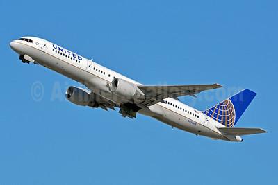United Airlines Boeing 757-222 N550UA (msn 25398) LAX (Jay Selman). Image: 402927.