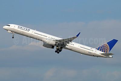 United Airlines Boeing 757-33N WL N57863 (msn 32587) LAX (Michael B. Ing). Image: 923736.