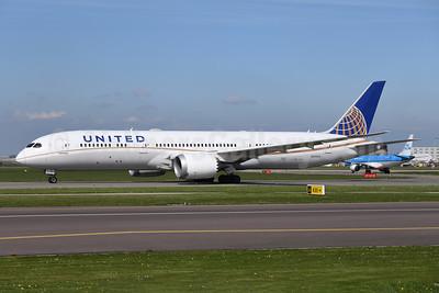 United Airlines Boeing 787-9 Dreamliner N13954 (msn 36405) AMS (Ton Jochems). Image: 946555.