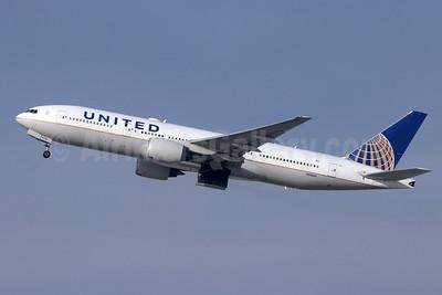 United Airlines Boeing 777-222 ER N210UA (msn 30216) LAX (Michael B. Ing). Image: 946231.