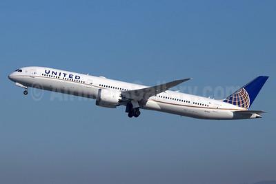 United Airlines Boeing 787-10 Dreamliner N17002 (msn 40930) LAX (Michael B. Ing). Image: 948202.