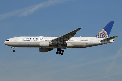 United Airlines Boeing 777-222 ER N213UA (msn 30219) LAX (Ron Monroe). Image: 944246.