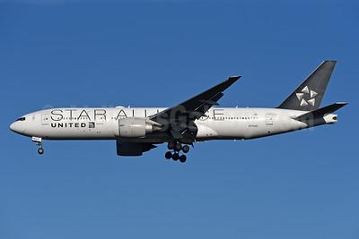 United Airlines Boeing 777-224 ER N77022 (msn 39777) (Star Alliance) LHR (Rolf Wallner). Image: 940039.