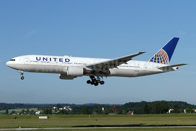 United Airlines Boeing 777-222 ER N788UA (msn 26942) ZRH (Andi Hiltl). Image: 936610.