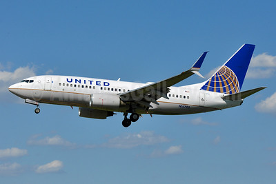 United Airlines Boeing 737-724 SSWL N16703 (msn 28764) BWI (Tony Storck). Image: 939155.
