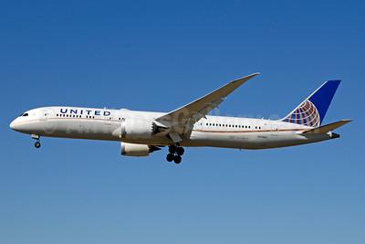 United Airlines Boeing 787-9 Dreamliner N17963 (msn 37812) LAX (Jay Selman). Image: 403659.