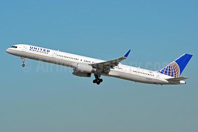 United Airlines Boeing 757-324 WL N75853 (msn 32812) LAX (Jay Selman). Image: 402928.