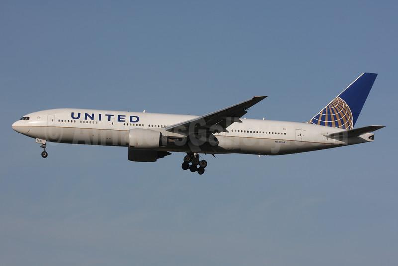 United Airlines Boeing 777-222 ER N787UA (msn 26939) LHR (SPA). Image: 925488.