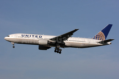 United Airlines Boeing 777-222 ER N217UA (msn 30550) LHR (SPA). Image: 936601.