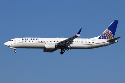 United Airlines Boeing 737-9 MAX 9 N27509 (msn 43443) LAX (Michael B. Ing). Image: 944980.