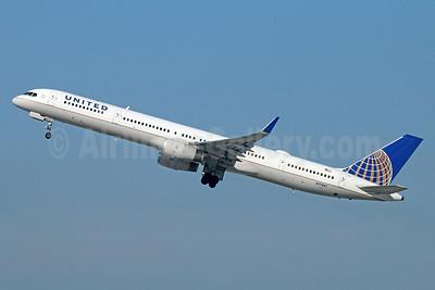 United Airlines Boeing 757-33N WL N77867 (msn 32592) LAX (Michael B. Ing). Image: 927541.