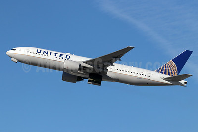 United Airlines Boeing 777-222 N777UA (msn 26916) LAX (Michael B. Ing). Image: 946229.