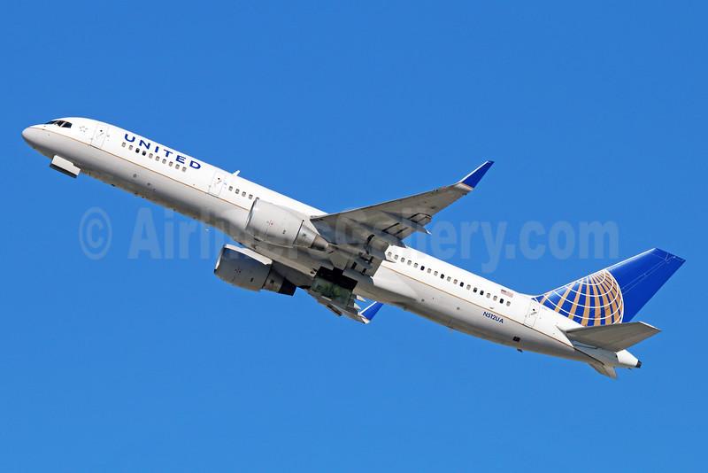 United Airlines Boeing 757-222 WL N512UA (msn 24809) LAX (Michael B. Ing). Image: 930690.