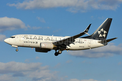 United Airlines Boeing 737-724 SSWL N13720 (msn 28939) (Star Alliance) BWI (Tony Storck). Image: 940185.