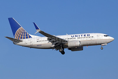 United Airlines Boeing 737-724 SSWL N14731 (msn 28799) SNA (Michael B. Ing). Image: 943319.