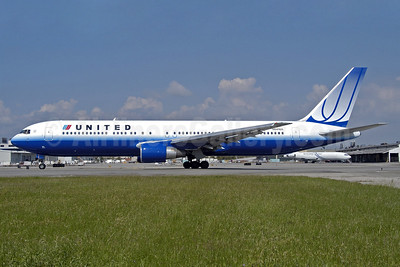 United Airlines Boeing 767-322 ER N641UA (msn 25091) LAX (Roy Lock). Image: 903983.