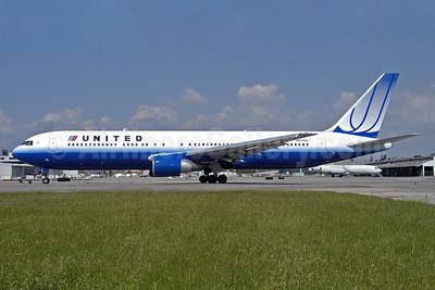 United Airlines Boeing 767-322 ER N641UA (msn 25091) LAX (Roy Lock). Image: 903983.