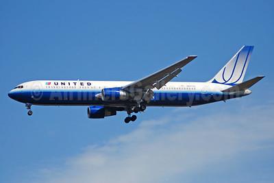 United Airlines Boeing 767-322 ER N662UA (msn 27159) IAD (Bruce Drum). Image: 100834.