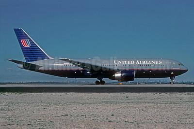 United Airlines Boeing 767-222 N610UA (msn 21871) JFK (Roy Lock). Image: 921666.