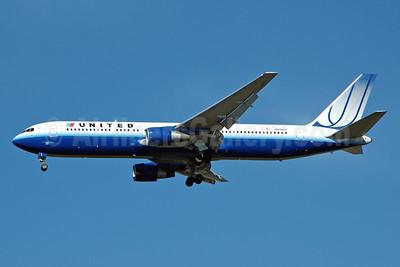 United Airlines Boeing 767-322 ER N646UA (msn 25283) JFK (Bruce Drum). Image: 100606.