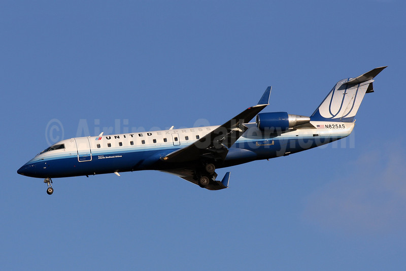 United Express-Atlantic Southeast Airlines Bombardier CRJ200 (CL-600-2B19) N825AS (msn 7207) IAD (Brian McDonough). Image: 907637.