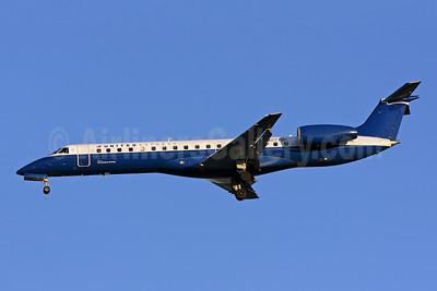 United Express-Chautauqua Airlines Embraer ERJ 145LR (EMB-145LR) N271SK (msn 145305) IAD (Brian McDonough). Image: 923797.