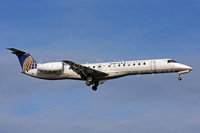 United Express-ExpressJet Airlines Embraer ERJ 145LR (EMB-145LR) N15555 (msn 145594) DCA (Brian McDonough). Image: 906119.