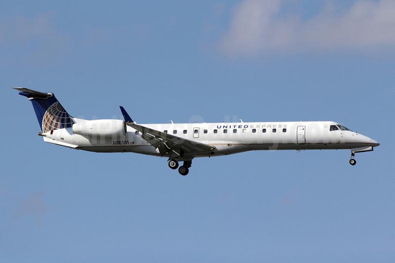 United Express-ExpressJet Airlines Embraer ERJ 145XR (EMB-145XR) N18101 (msn 145590) ORD (Michael B. Ing). Image: 907636.