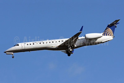 United Express-ExpressJet Airlines Embraer ERJ 145XR (EMB-145XR) N12126 (msn 145693) IAD (Brian McDonough). Image: 905859.