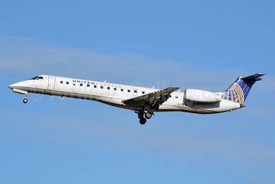 United Express-ExpressJet Airlines Embraer ERJ 145LR (EMB-145LR) N16559 (msn 145603) CLT (Jay Selman). Image: 402355.