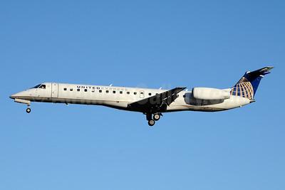 United Express-ExpressJet Airlines Embraer ERJ 145LR (EMB-145LR) N16571 (msn 145633) YYZ (Jay Selman). Image: 403826.