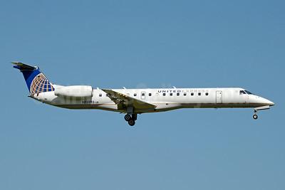 United Express-ExpressJet Airlines Embraer ERJ 145LR (EMB-145LR) N13913 (msn 145438) ICT (Jay Selman). Image: 403828.