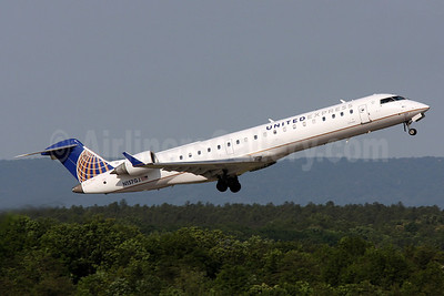 United Express-GoJet Airlines Bombardier CRJ700 (CL-600-2C10) N157GJ (msn 10230) IAD (Brian McDonough). Image: 920819.