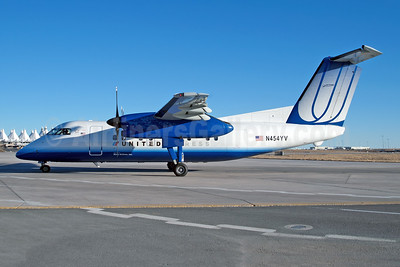 United Express-Mesa Airlines Bombardier DHC-8-202 (Q200) N454YV (msn 454) DEN (Fred Freketic). Image: 950051.