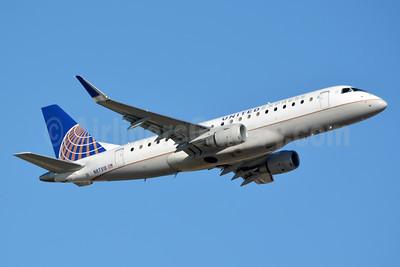 United Express-Mesa Airlines Embraer ERJ 170-200LR (ERJ 175) N87318 (msn 17000443) CLT (Jay Selman). Image: 403610.