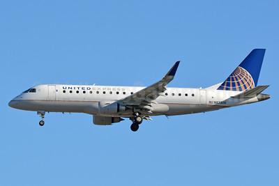 United Express-Mesa Airlines Embraer ERJ 170-200LR (ERJ 175) N87306 (msn 17000414) YYZ (Jay Selman). Image: 403609.