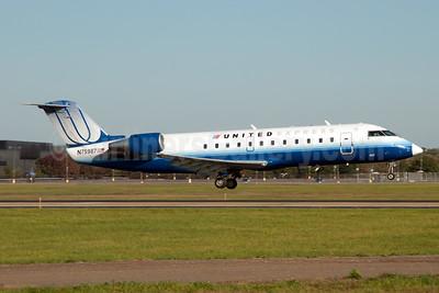 United Express-Mesa Airlines Bombardier CRJ200 (CL-600-2B19) N75987 (msn 7405) JFK (Fred Freketic). Image: 950055.
