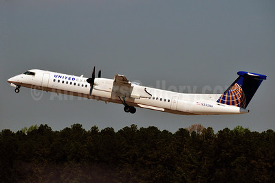 United Express-Republic Airlines (2nd) Bombardier DHC-8-402 (Q400) N332NG (msn 4332) RDU (Ken Petersen). Image: 911786.