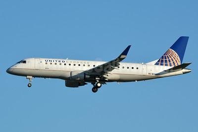 United Express-SkyWest Airlines Embraer ERJ 170-200LR (ERJ 175) N139SY (msn 17000468) LAX (Jay Selman). Image: 403316.