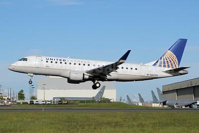United Express-SkyWest Airlines Embraer ERJ 170-200LR (ERJ 175) N207SY (msn 17000643) PAE (Nick Dean). Image: 946445.