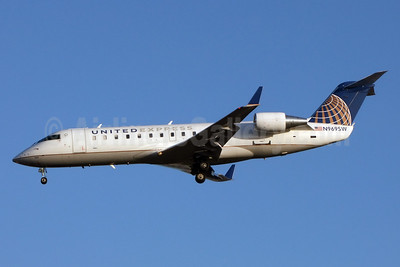 United Express-SkyWest Airlines Bombardier CRJ200 (CL-600-2B19) N969SW (msn 7876) LAX (Jay Selman). Image: 402737.