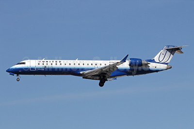 United Express-SkyWest Airlines Bombardier CRJ700 (CL-600-2C10) N750SK (msn 10207) LAX (Michael B. Ing). Image: 910526.