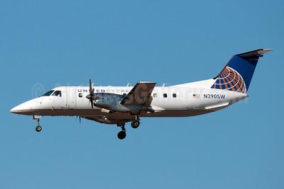 United Express-SkyWest Airlines Embraer EMB-120ER Brasilia N290SW (msn 120317) DEN (Fred Freketic). Image: 950063.