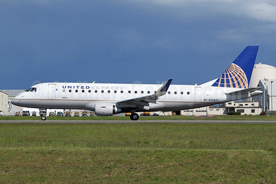 United Express-SkyWest Airlines Embraer ERJ 170-200LR (ERJ 175) N156SY (msn 17000557) PAE (Nick Dean). Image: 946444.